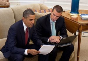 Jon_Favreau_reviewing_a_speech_with_Obama_cropped